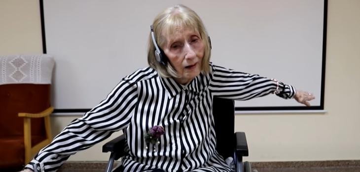Bailarina de ballet con Alzheimer impacta con su reacción al volver a escuchar El lago de los cisnes