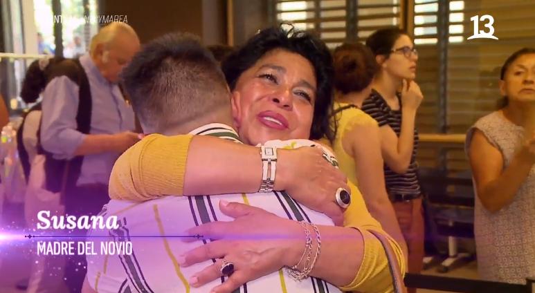 El gesto de los padres de un novio transgénero atrajo aplausos