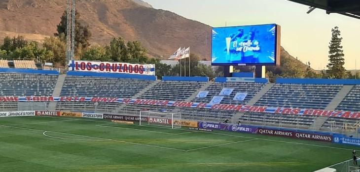 El homenaje que rindió U. Católica a hinchas fallecidos por COVID en partido de la Sudamericana