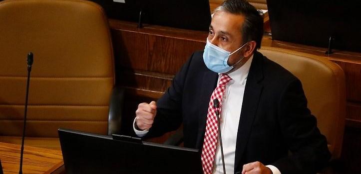 Diputado Eduardo Durán sufre robo en servicentro: aseguró que le sustrajeron 'información relevante'