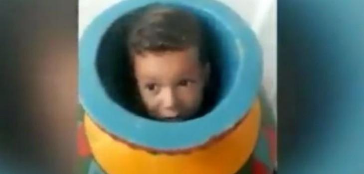 Niño queda atrapado en un jarrón y momento de su rescate se hace viral