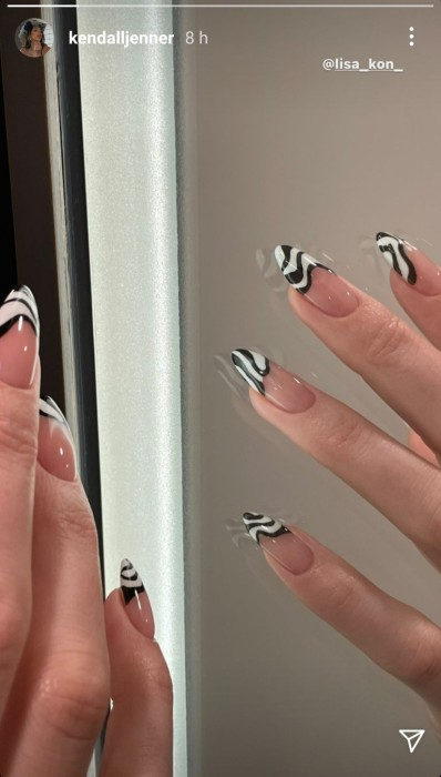 Un giro a lo clásico: Kendall Jenner y su diseño de manicure que será tendencia en 2021