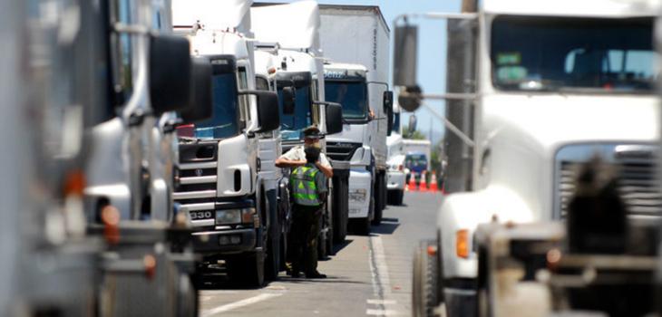 Camioneros ponen presión a la agenda de seguridad y amenazan con abandonar diálogo con La Moneda