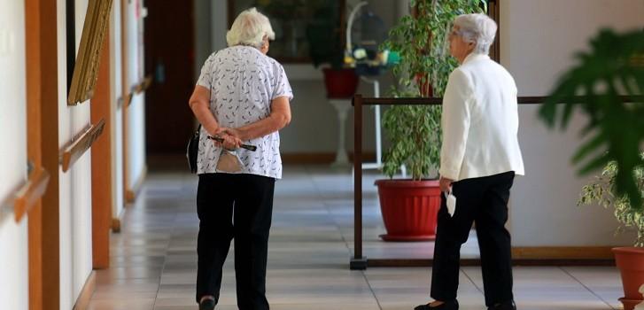 permiso para visitar a adultos mayores