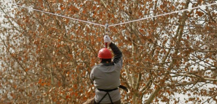 Hombre muere tras caer cerca de 25 metros mientras practicaba canopy en la comuna de Penco