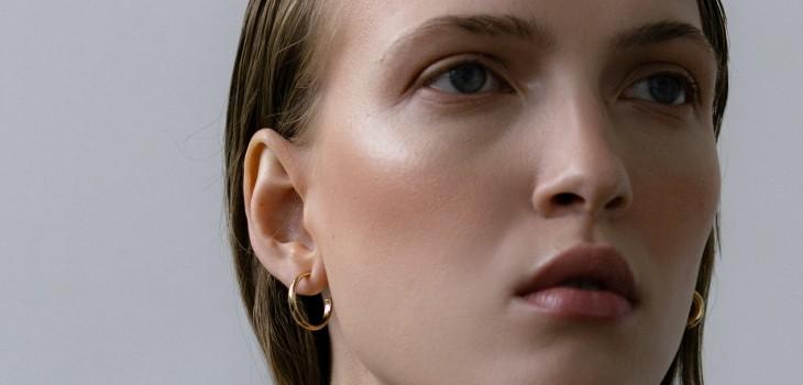 Micro-concealing: la técnica con corrector que reemplaza la base y hace que tu piel se vea natural