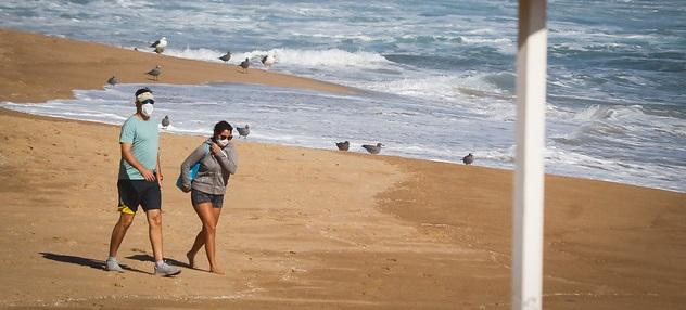¿Es obligatorio usar mascarilla en todo momento en la playa?