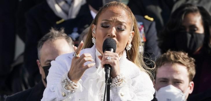 Jennifer Lopez hizo historia al recitar en español