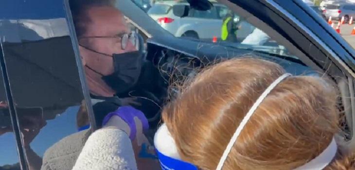 Arnold Schawarzenegger recibe vacuna contra Covid - 19