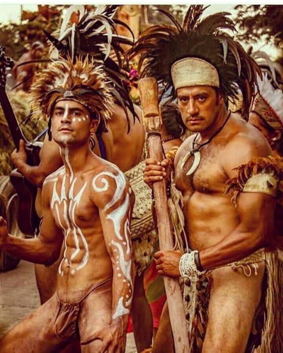 Sebastián y Hotuiti en la isla