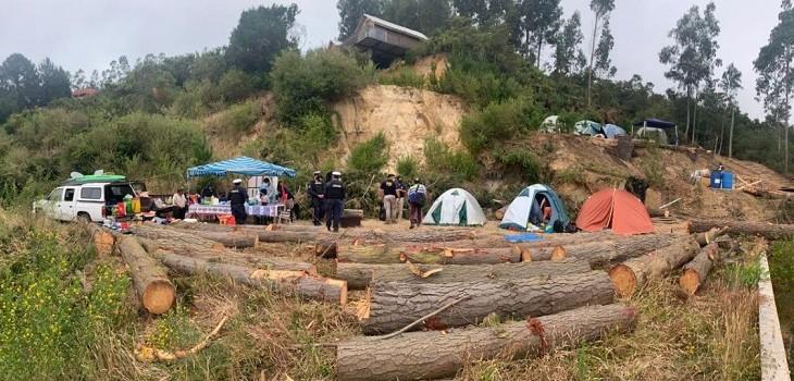 personas acampando en Dichato