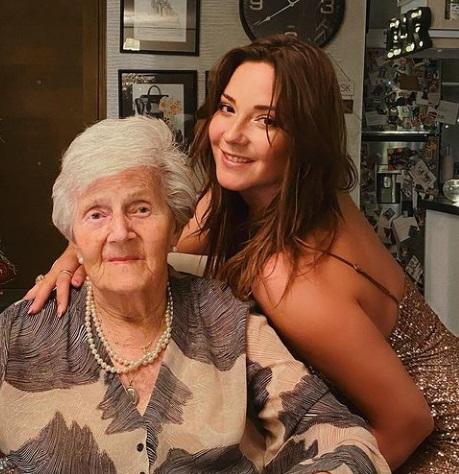 Kel Calderón y abuela