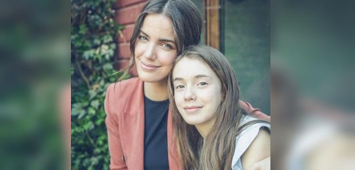 Millaray Viera feliz con interpretación en francés de su hija Julieta