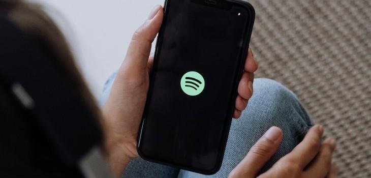 Spotify ahora puede escuchar nuestro ambiente y estado de ánimo para recomendarnos canciones