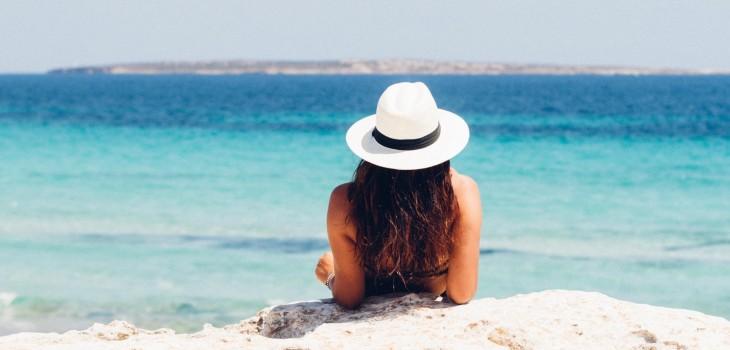 Cuida tu piel: dermatóloga entregó consejos para evitar daños durante el verano