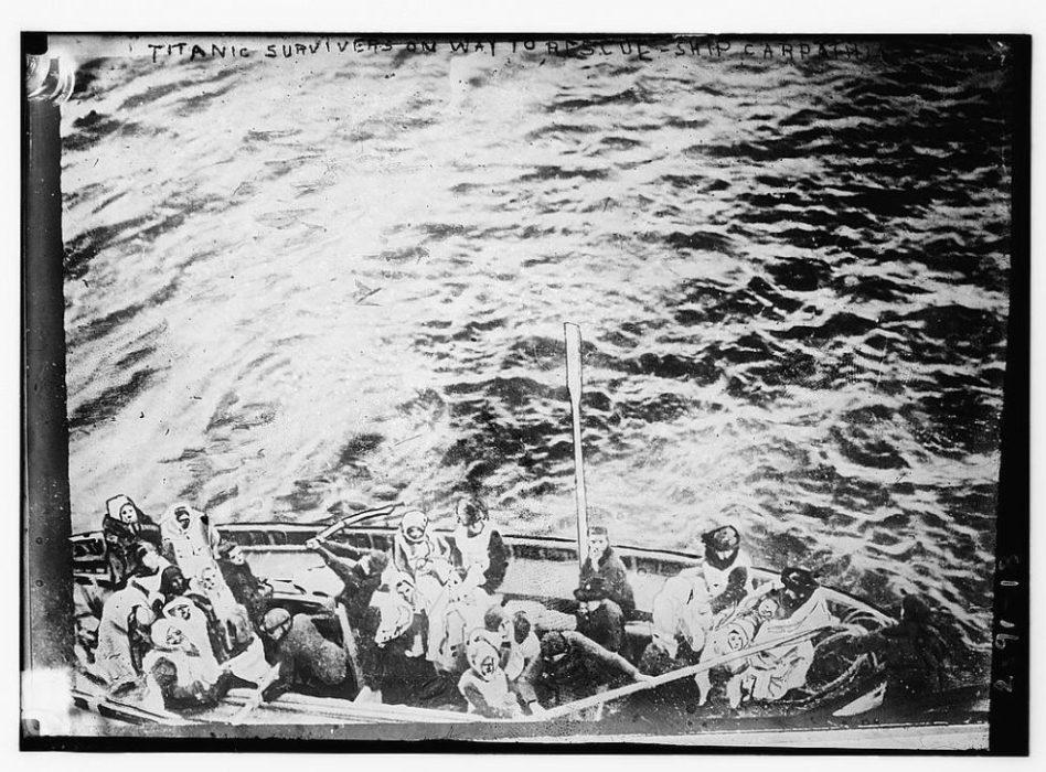 Pasajeros del Titanic son subidos al Carpathia   Biblioteca del Congreso de Estados Unidos