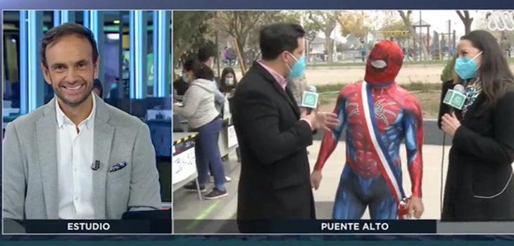 Sensual Spiderman asiste a votar