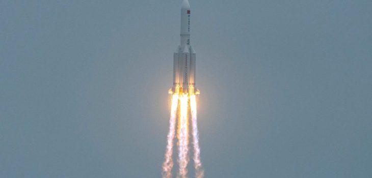 Un cohete Long March 5B Y2 que transporta el módulo central | Agence France-Presse