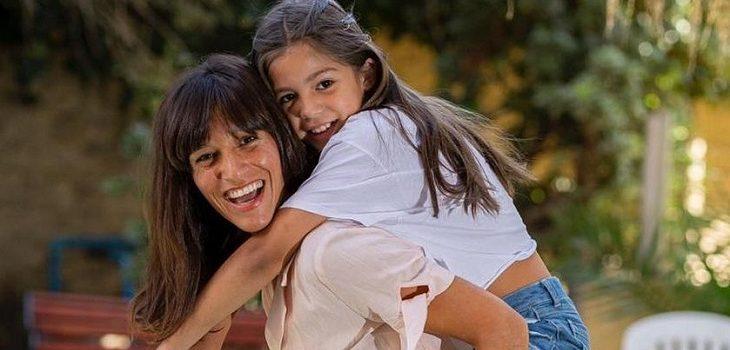 Lorena capetillo jugó broma a su hija con sopa de pollo