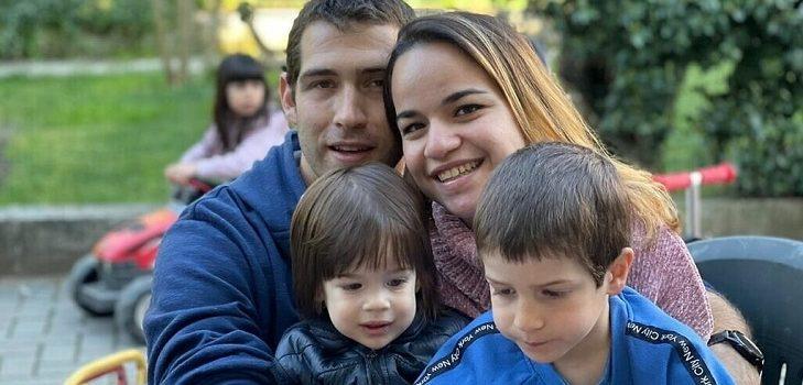 niño que perdió a su familia en Italia
