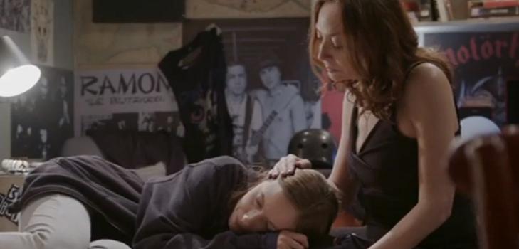Flavia y Miri en Demente tras escena de abuso sexual