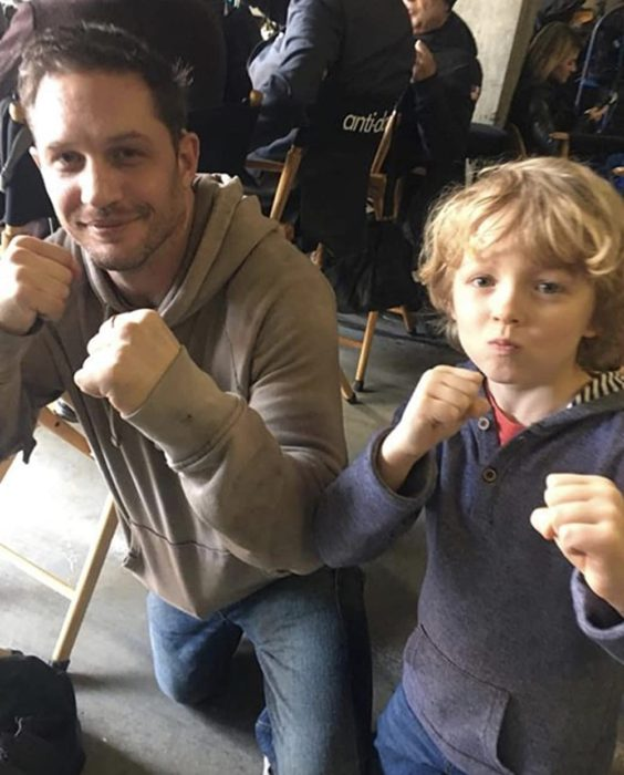 Christian Convery y Tom Hardy   Twitter