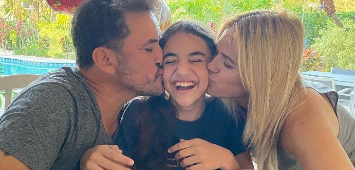 Hija de Ana Sol Romero y Douglas terminó primeros estudios en EEUU: sus padres expresaron su emoción