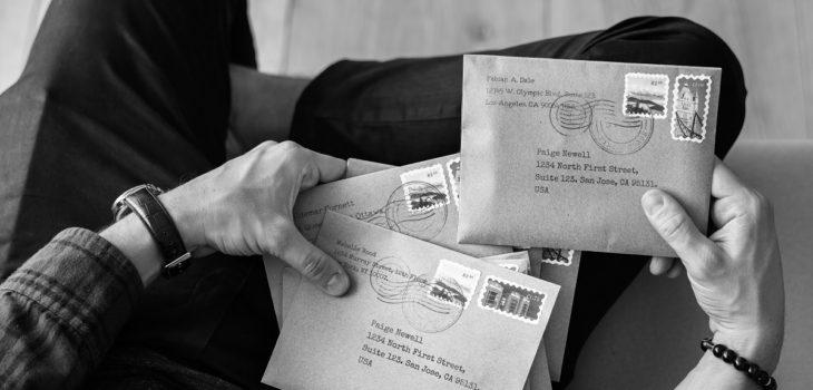 hombre recibió postal enviada desde Chile hace 30 años