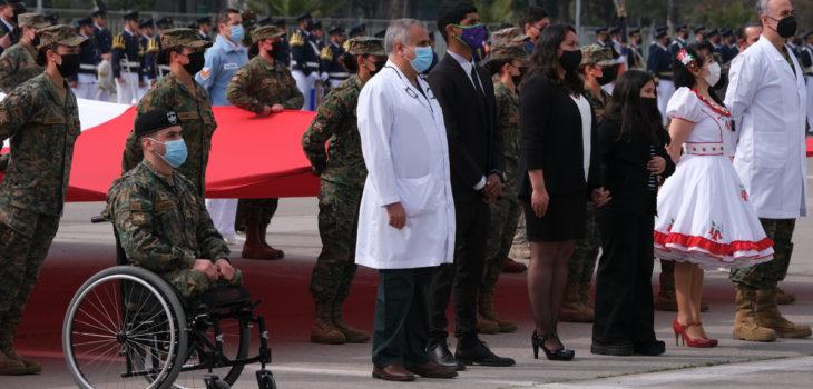 Dr. Ugarte en homenaje a víctimas pandemia en la Parada Militar