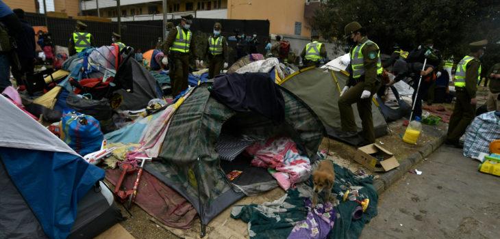 Desalojo migrantes en plaza de Iquique