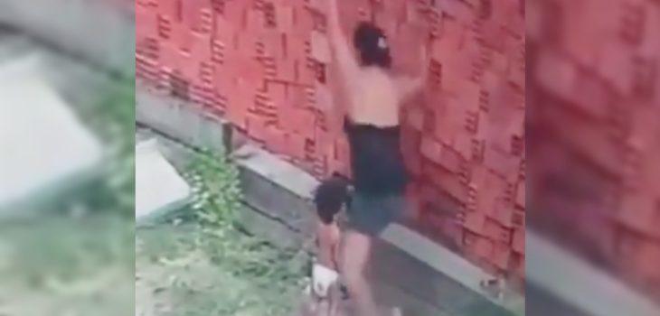 Cámaras de seguridad registran cómo una madre le salva la vida a su hijo: fue su escudo humano